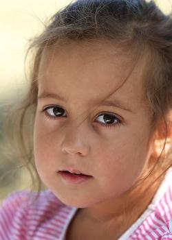 Недетский взгляд совсем еще ребенка