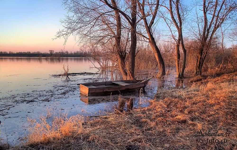 На берегу этой тихой реки
